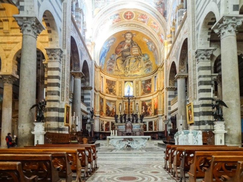 Interior da Catedral. Conseguem ver os anjos na mesa?